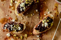 Chef-Robin-5.23.19-Fig-Olive-Crostini
